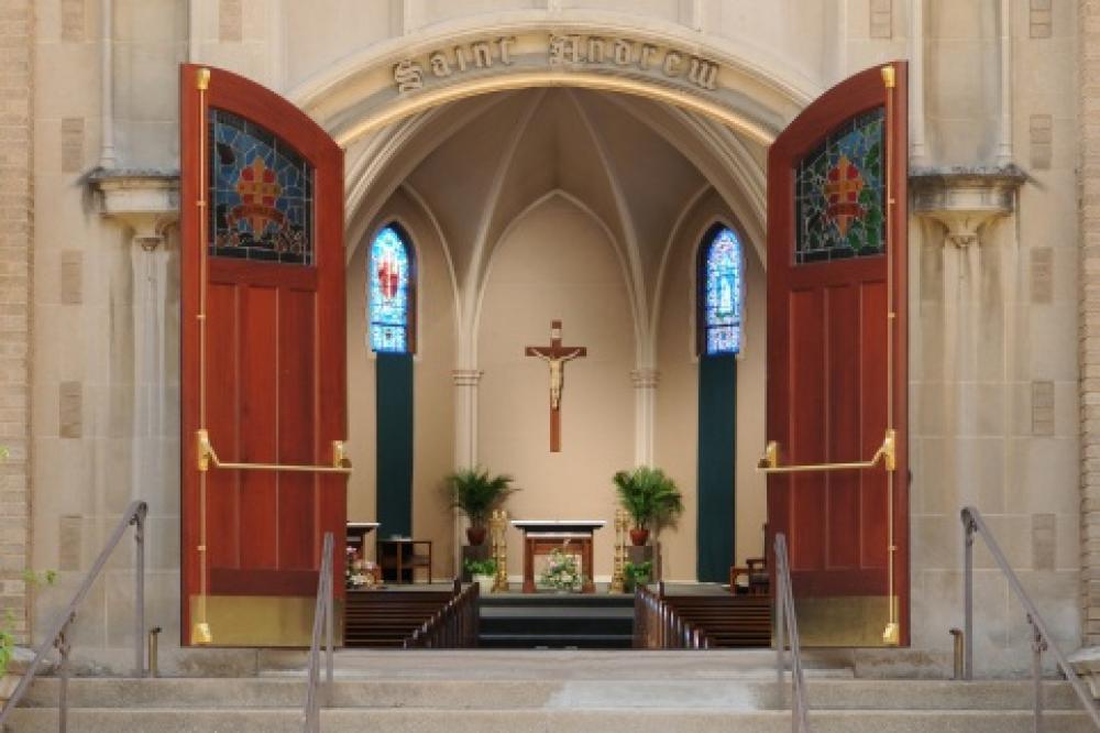 Zgłoszenie obecności na Mszy Świętej  pod numerem 07514150534 , od czwartku do piątku  (od 10.00 – do 20.00)